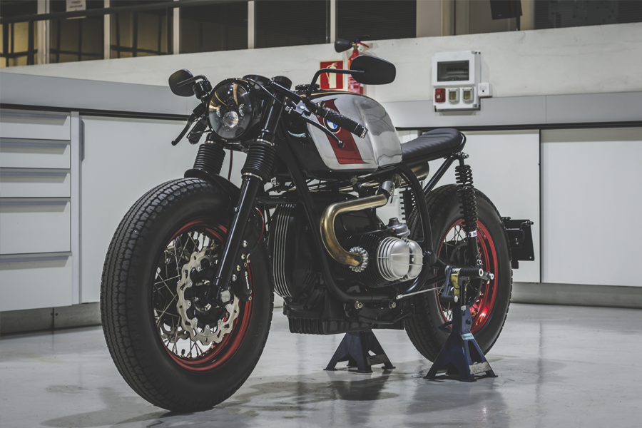 Moto custom by Bolt Motor Co.